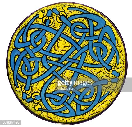 round plate with hand painting, Celtic ornament in the circle