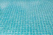 Water flow in swimming pool